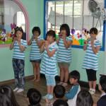 선부어울지역아동센타의 오카리나 연주 모습