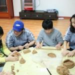 어린이들의 도예활동 모습